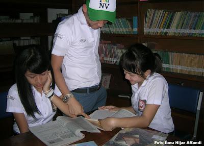 siswa-bpi-bandung-sedang-membaca