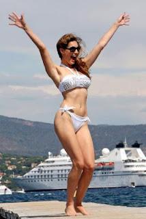 Hot and sexy Actress Kelly Brook