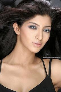 Shruti Hassan sexy boobs