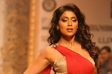 Shriya in Red on the ramp of LFW