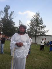 Ricardo, un joven que lleva el papel de una tradición muy importante.