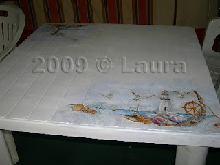 Come Dipingere Un Tavolo Di Plastica.Laura Fa Tavolo In Resina Recuperato