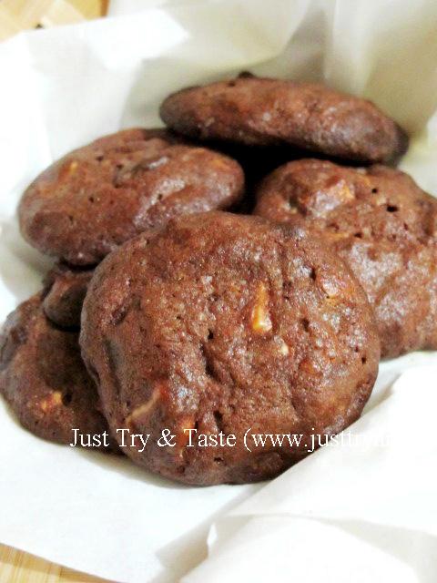 Resep Cookies Coklat dengan Cincangan Coklat Putih