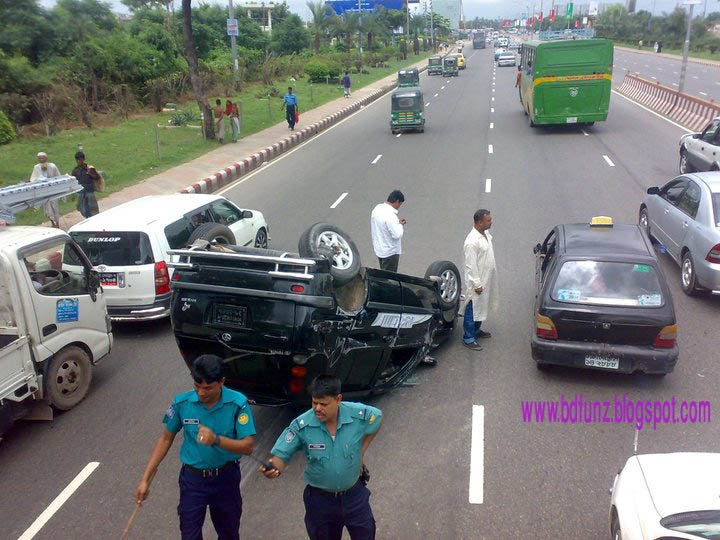 Boy Kick Girl Wallpaper Bangladesh Top Collection Road Accident
