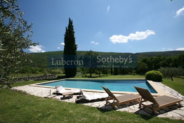 Luberon sotheby 39 s international realty villa louer for Location villa piscine luberon