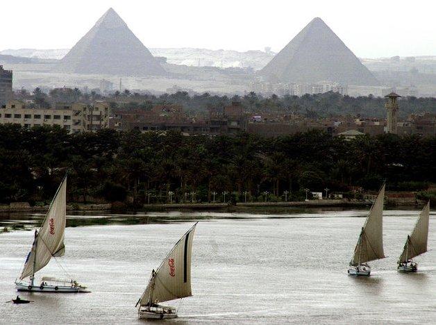 [The_Pyramids_of_Giza.jpeg]