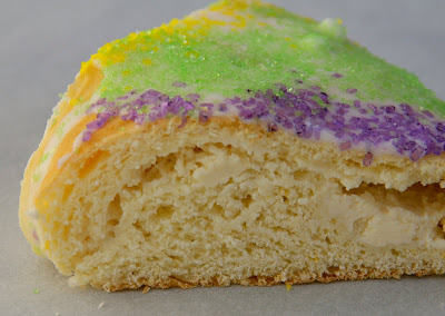 Gourmet Girl: Mardi Gras Cream Cheese filled King Cake
