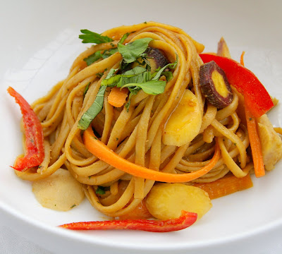 Gourmet Girl: Asian Noodle Salad with Spicy Peanut Sauce