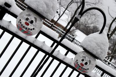 Snowy snowman lights