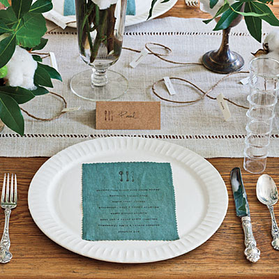 A Modern Thanksgiving Table Setting