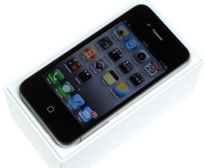 Apple iPhone 4 Review 2: Whats Inside a iPhone 4 Box