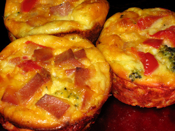Jenny's Cookbook: Crustless Quiche Muffins { with turkey ...