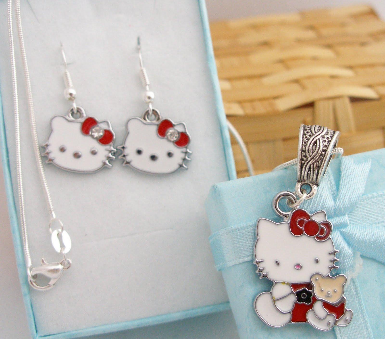 a936952e1dd4 Hello Kitty. Conjunto Colgante y Pendientes Plata 925
