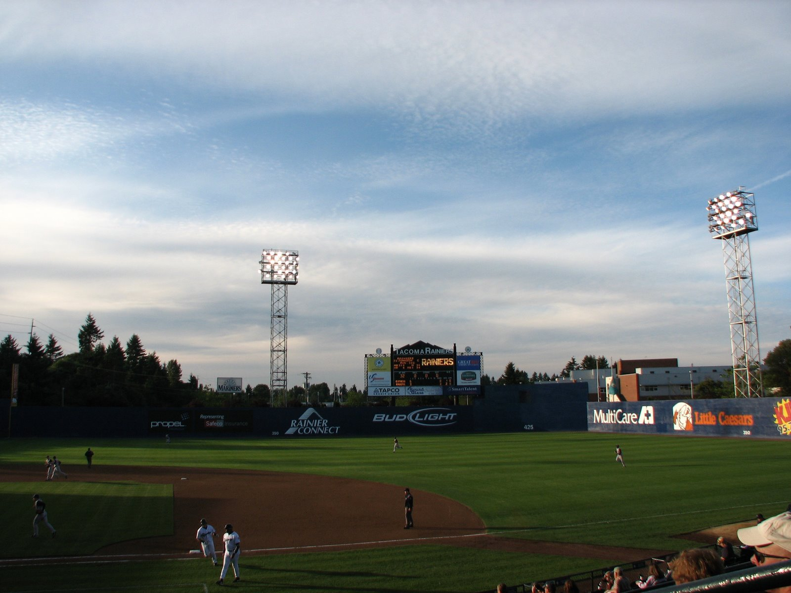 [Tacoma+Rainiers++Cheney+Field.JPG]