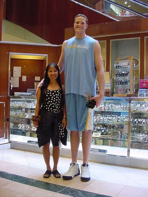 Dating a 6 foot tall girl