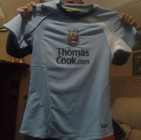 [new-manchester-city-home-shirt.jpg]
