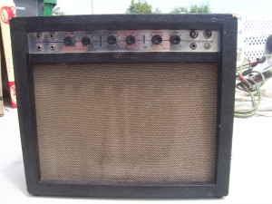 Craigslist Guitar Amps : craigslist vintage guitar hunt airline 9013a all tube amp w vibrato in la for 299 ~ Vivirlamusica.com Haus und Dekorationen