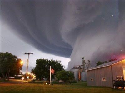 Huge tornado slams into a building in Iowa