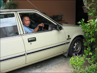 My beloved's last pose in our Nissan Sunny