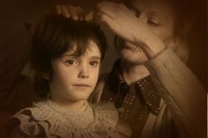 Ana y la distante Teresa. El espíritu de la colmena. Víctor Erice (1973), fotografía de Luis Cuadrado