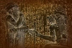Código de Hammurabi (211 a.C.). Encontrado en Susa. Composición de la imagen superior. El Dios Sol (Shamash) dictando sus leyes a Hammurabi (Museo del Louvre)