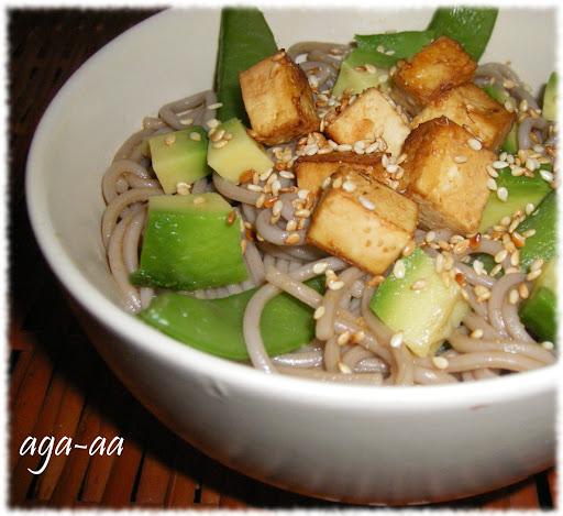 Makaron soba  tofu i groszkiem