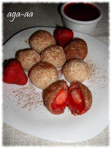 Twarogowe knedle z truskawkami