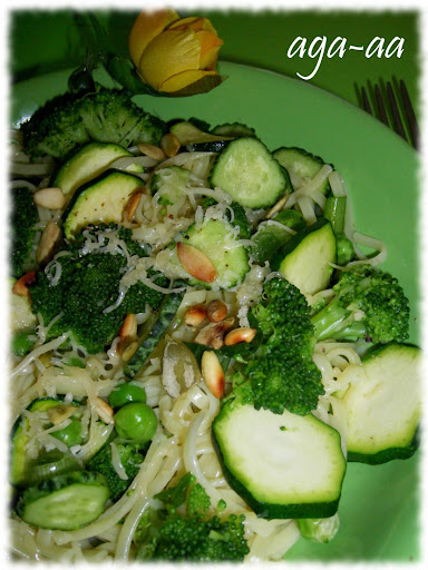 Makaron z brokulami i cukinią