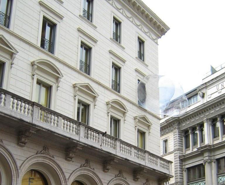 Pinacomedia roma largo goldoni strane bolle alle - Si espongono alle finestre ...