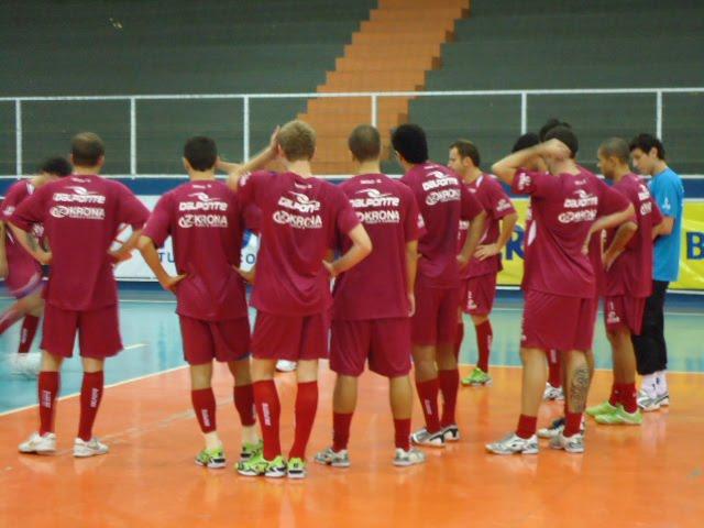 A Krona Joinville DalPonte conquistou sua segunda vitória consecutiva na  Liga Futsal 2010. O time catarinense bateu o Atlântico Erechim por 4 a 1 9b0a148cfbe0c