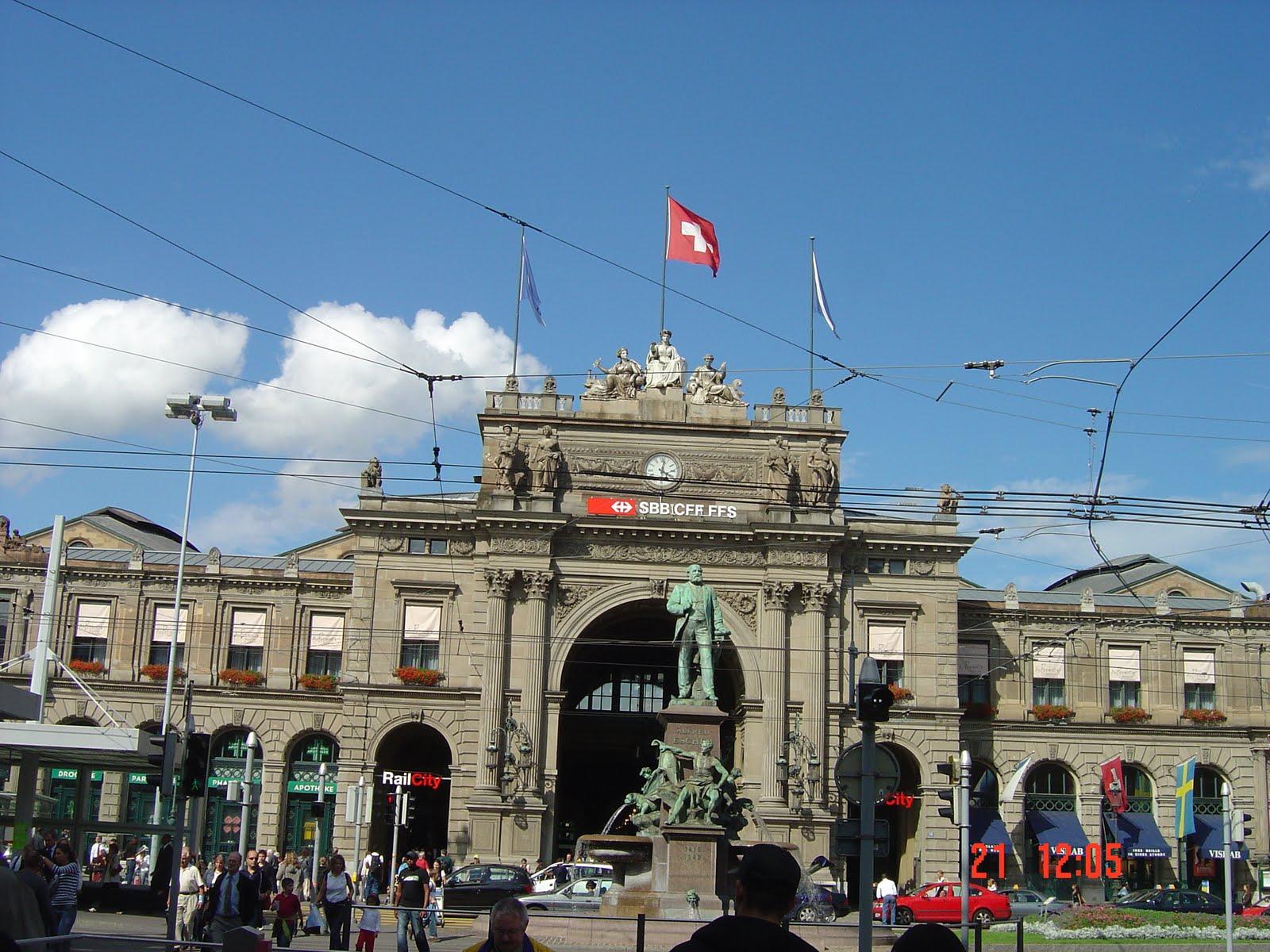 961c4534dc7 Ela começa na estação de trem central (Bahnhof