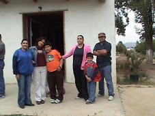 Familia recorriendo La Ruta del Vino