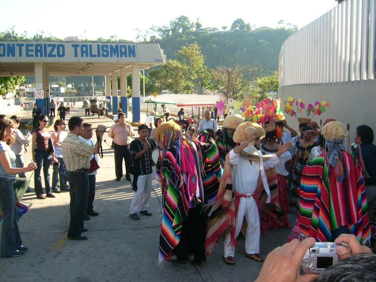 Se vistio de color y musica el paso fronterizo de Talisman.