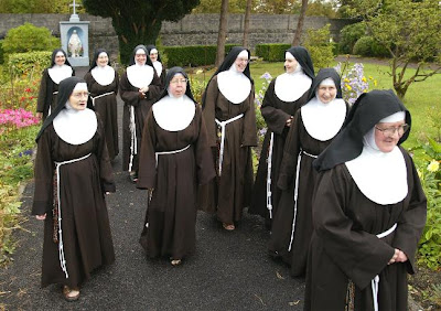 Canticle of Chiara: Red-Carpet-Worthy Habits: The Poor Clares