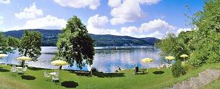Le lac et la plage de l'hotel