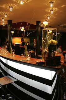 salle de restaurant & son bar