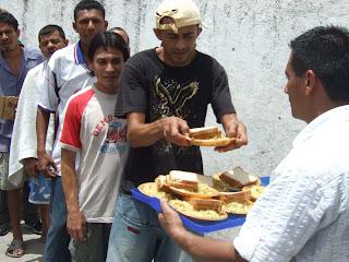 Vida en CCI La Ceiba Ayudando a Otros