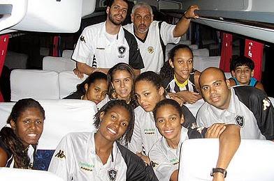 Equipe do Botafogo no ônibus / Foto: Rodrigo Alves
