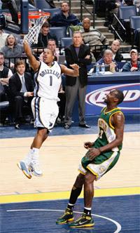 Kyle Lowry e Johan Petro / Foto: NBA