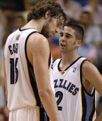 Gasol e Navarro / Foto: NBA