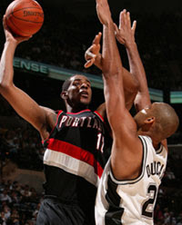 LaMarcus Aldridge e Tim Duncan / Foto: NBA