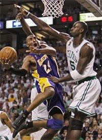 Kobe Bryant e Kevin Garnett / Foto: Reprodução