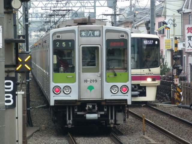 京王電鉄 通勤快速 本八幡行き5 都営10-000形10-200F
