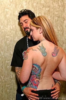 um bonito casal tatuado
