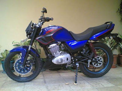 suzuki yes en 125 tunada - foto do jakarta moto club da indonésia (eu acho... rsrsrs)