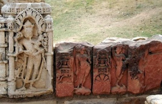 Hindu sculptures near Qutub minar