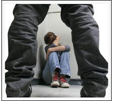 Mujer abusando sexualmente de su amiga que la encierra en el bantildeo para castigarla escribenos jjjcc1001gmailcom - 5 6