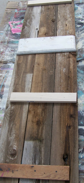 reclaimed wood towel rack http://bec4-beyondthepicketfence.blogspot.com/2010/09/just-hangin-out-project-2-of-my-4-in-5.html