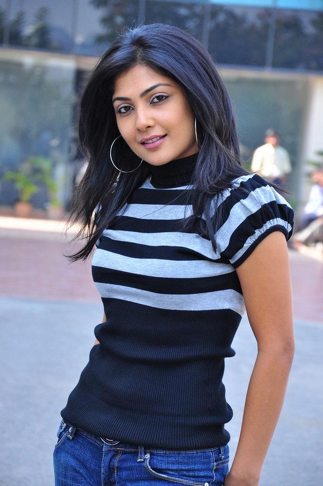 Bengali Beauty Kamalini Mukharjee Shines In South Movies
