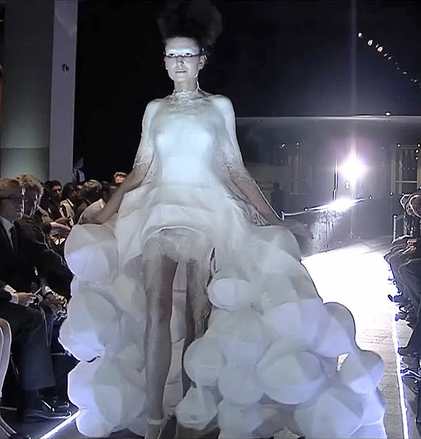 Fashion Show Futuristic